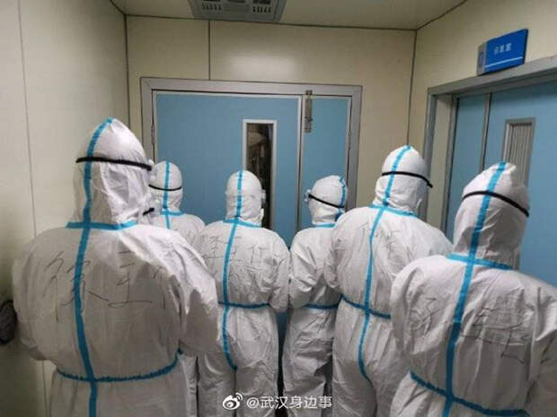 25 фото о буднях медперсонала в зараженном короновирусом Ухане