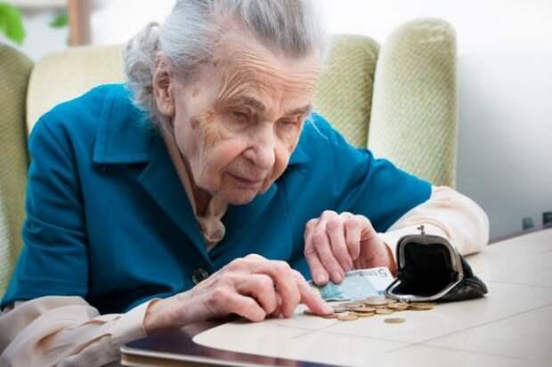 Севастопольские пенсионеры вынуждены сидеть без денег и без работы