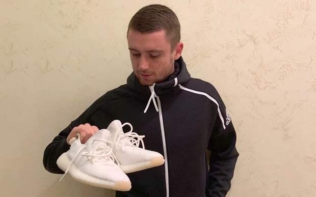 У Селихова украли ботинки в плацкарте. Вратарь «Спартака» ехал к бабушке