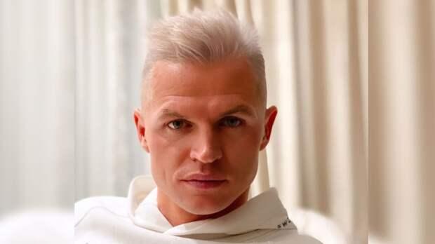 Тарасов сменил имидж, покрасив волосы в пепельный цвет