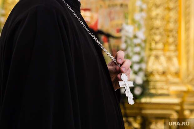 В РПЦ поспорили, можно ли крестить детей суррогатных матерей