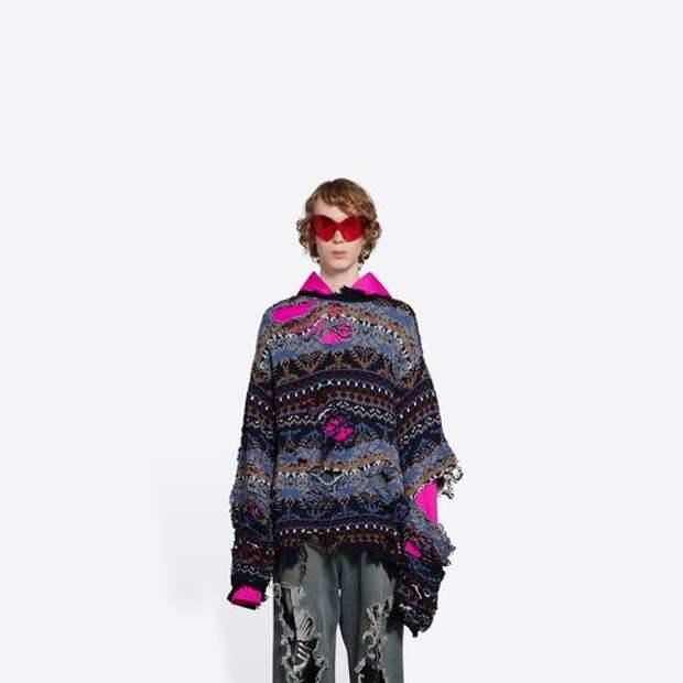 Чем беднее, тем моднее: рваные свитера от Balenciaga, которые стоят целое состояние