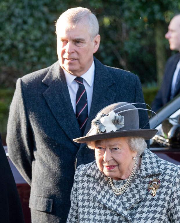 Принц Эндрю подарил королеве Елизавете II двух щенков