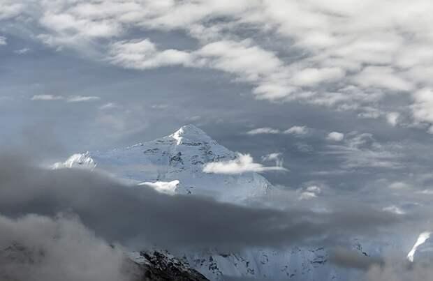 Эверест «подрос» на 1 метр: названа официальная высота самой высокой горы в мире