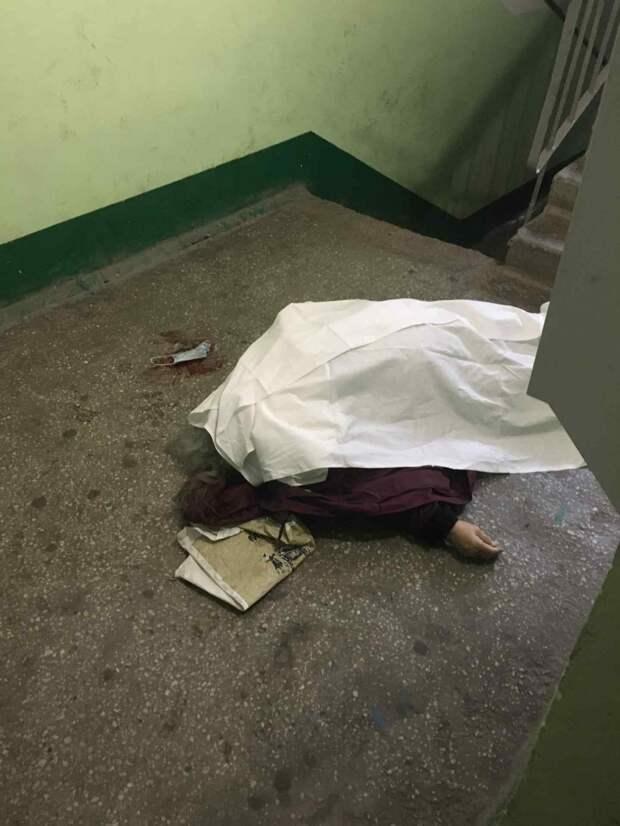 В Екатеринбурге в подъезде дома на ул. Баумана найден труп