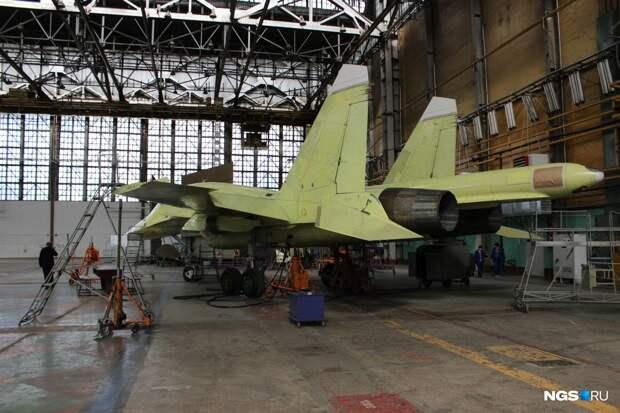 Сейчас на заводе производят истребители-бомбардировщики Су-34, а также части для самолётовSukhoi Superjet 100