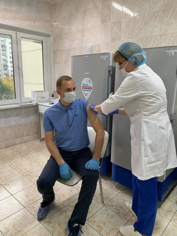 Префект СВАО Алексей Беляев сделал вторую прививку от COVID-19