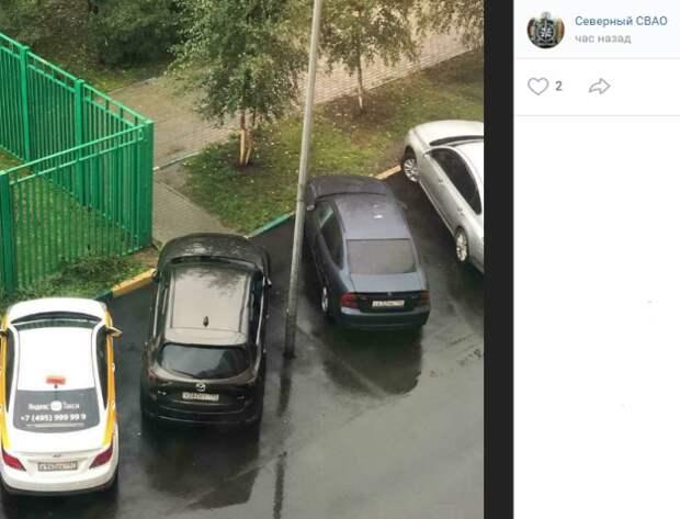 К пешеходной дорожке на Дмитровке вернут ограждающий столбик