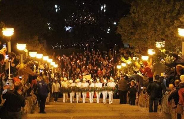 На горе Митридат впервые установят экраны для трансляции факельного шествия