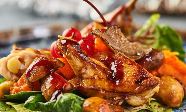 Теплый салат с птицей и овощами: закуска и второе сразу