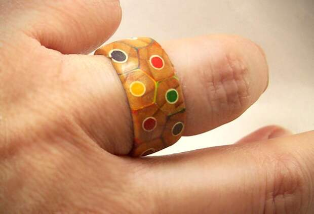 кольцо из карандашей