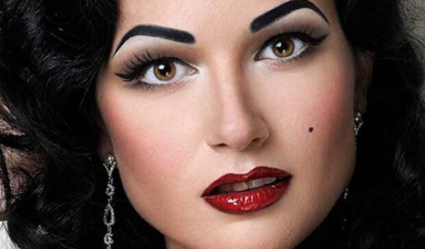 Она выглядит идеально как на картине. Подожди, сначала посмотри на нее без макияжа!