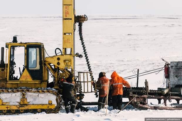 Новосибирский фотограф показал, как ищут нефть на Крайнем Севере — 8 морозных кадров