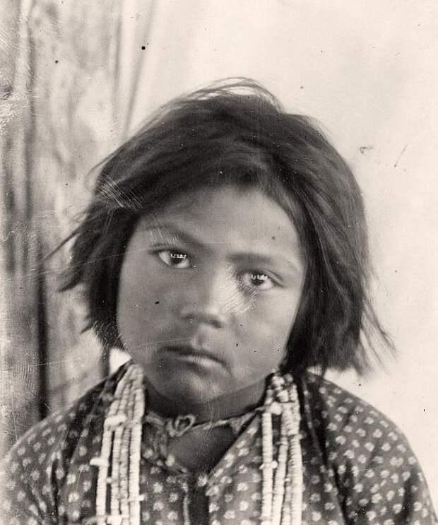 Североамериканская индианка (индеанка) из народа навахо. Фото