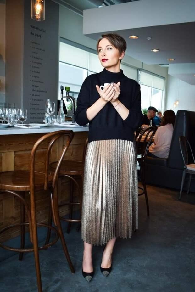С чем носить юбку цвета металлик? /Фото: i.styleoholic.com