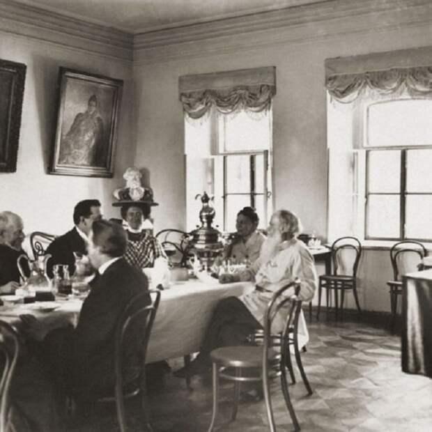 Л.Н. Толстой в своем имении