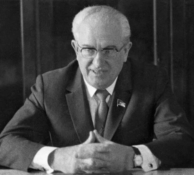 Каких главных реформаторов СССР набрал себе в команду Андропов
