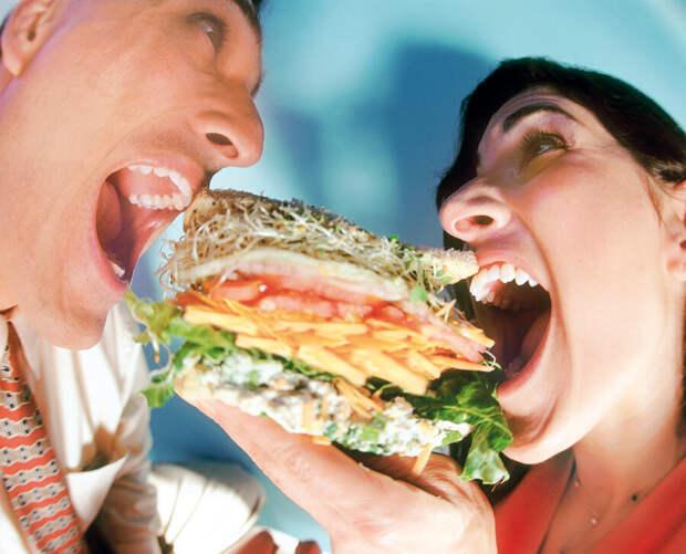 Делим с мужем еду всю поровну. Свекровь возмущается, что не справедливо, и решила сделать по-своему.