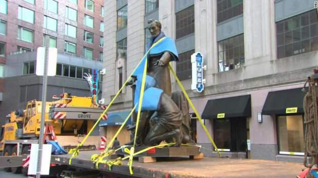 В Бостоне снесли памятник Аврааму Линкольну