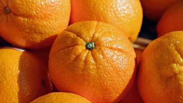 Диетолог рассказала, как надо есть апельсины