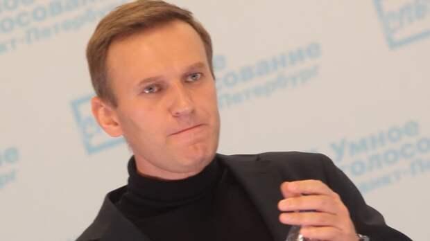 """Навальный заявил о нападении """"отрядов Путина"""" и не исключил заражение коронавирусом"""