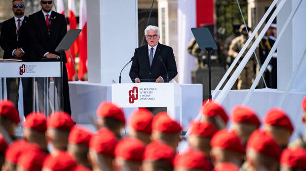 """""""Смотрим с благодарностью на Америку"""": Президент Германии поблагодарил США за """"победу над нацизмом"""""""