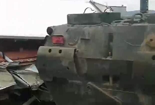 Под Севастополем БТР столкнулся с грузовиком (ВИДЕО)