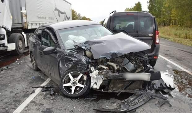 Фура снесла Volkswagen под Нижним Тагилом