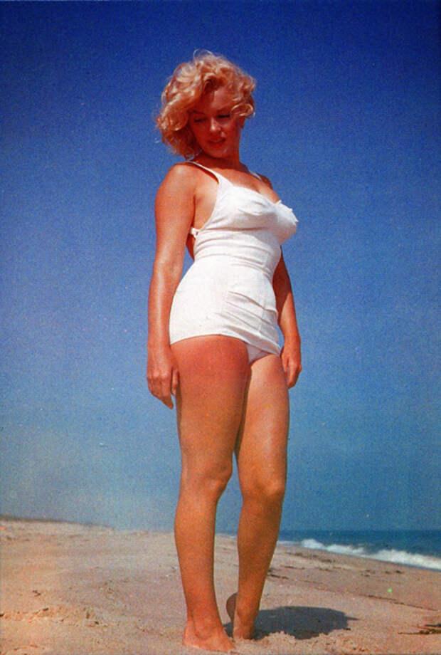 Звезды бикини: как появился главный купальник в истории