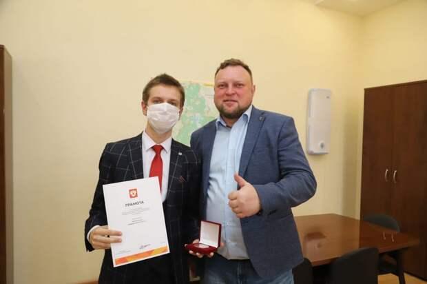 Отмеченный медалью президента волонтер из Ростокина рассказал о работе в пандемию