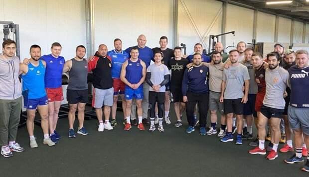 Валуев встретился с регбистами «Славы»
