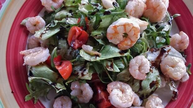 Салат из морепродуктов с рукколой / Фото: pixabay.com