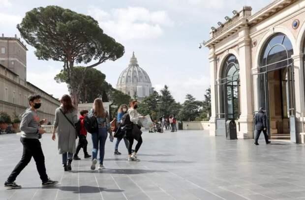 Музеи Ватикана вновь открыли свои двери для посетителей