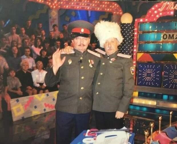 Леонид Якубович на съёмках капитал-шоу «Поле чудес». Москва, 2001 год.