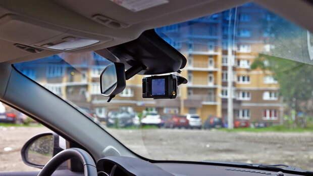 Севастополец залез в гараж и отдал таксисту видеорегистратор