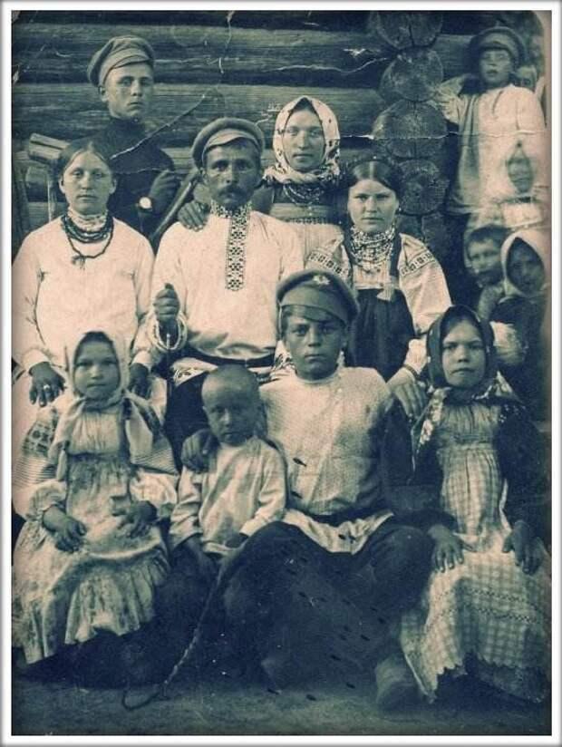 Крестьянская семья. Село Березичи Козельского района, фото 20-х гг. XX Крестьяне, россия, старые фото