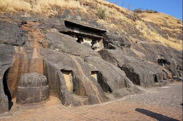 Внешний вид пещер Бедсе. Источник https://en.wikipedia.org/wiki/File:003_General_View_(33308435000).jpg