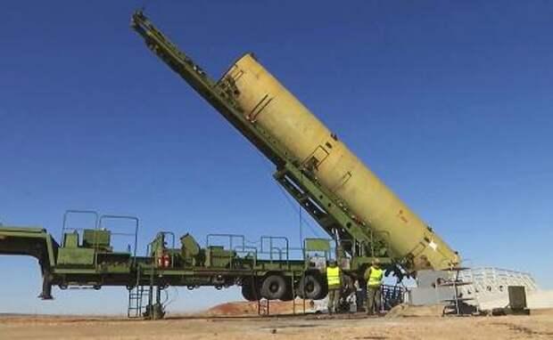 На фото: испытательный пуск новой ракеты российской системы ПРО