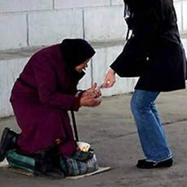 Часто ли вы даёте  пожертвованиеи  нуждающимся  и как вы относитесь к таким людям?