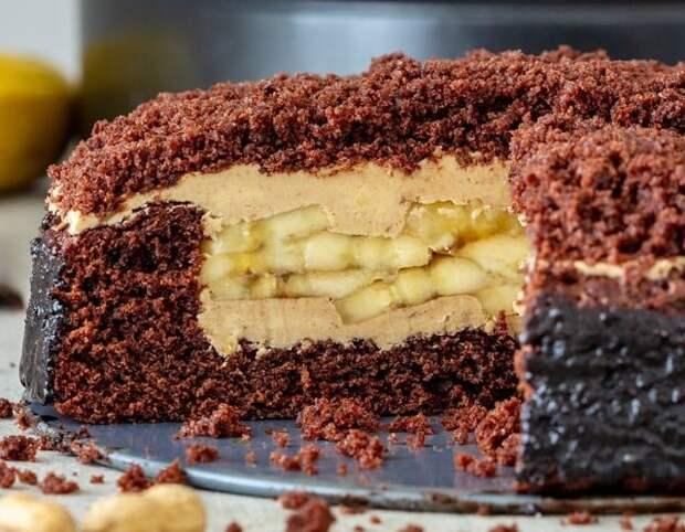 Бананово-шоколадный торт с арахисовым маслом