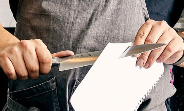Проверяем кухонные ножи на остроту бумагой и затачиваем до идеала