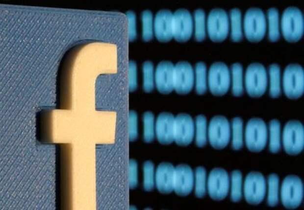 Логотип Facebook, напечатанный на 3D-принтере на фоне изображения бинарного кода, 18 июня 2019 года. REUTERS/Dado Ruvic