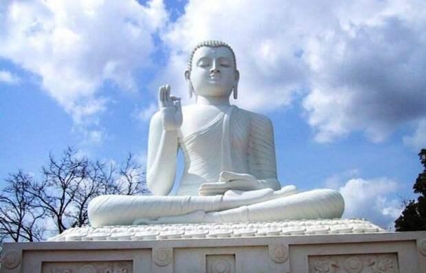 Полнолуние священно в Шри-Ланке.
