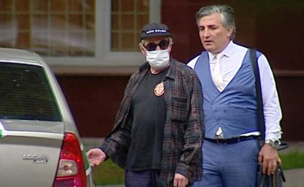Адвокат Ефремова попытался оправдать попытку актера откупиться от полиции