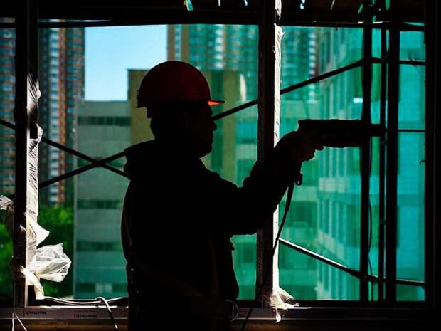 Неработающим пенсионерам предложили трудиться на стройках