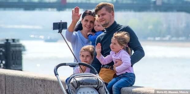 Собянин увеличил предельный возраст получателей допвыплаты при рождении ребёнка. Фото: Ю. Иванко mos.ru