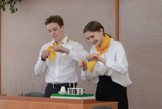 АНХК познакомила школьников с профессиями нефтяной отрасли