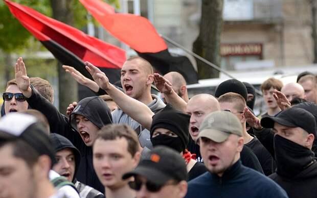 Каждой фашистской гадине висеть на перекладине