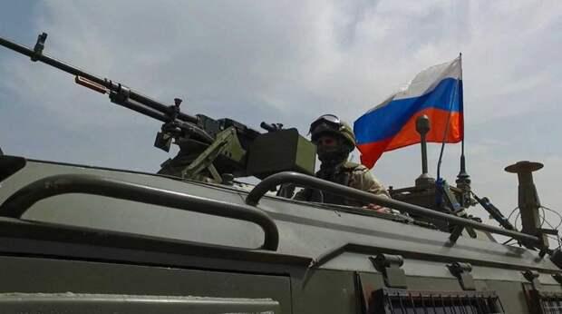 Российский патруль заблокировал американскую колонну в Сирии