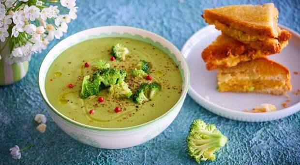 Суп из брокколи с сырными гренками